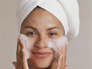 la cura del viso incomincia ogni mattina